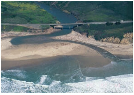 Figure 2.4. Coastal water level fluctuations at a west coast bridge. There are two separate images, the first depicting high water levels during a el Niño event, the second showing lower water levels after the el Nino event.