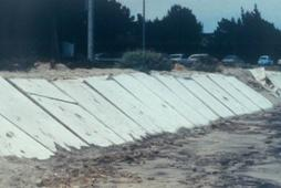 Figure 6.14. Example of a failed attempt at embankment protection (USACE archives photo)