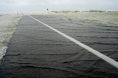 Figure 8.7. Weir-flow damage beginning. (Florida 399, Fort Pickens Road, Gulf Islands National Seashore; July 2005; FHWA photo).