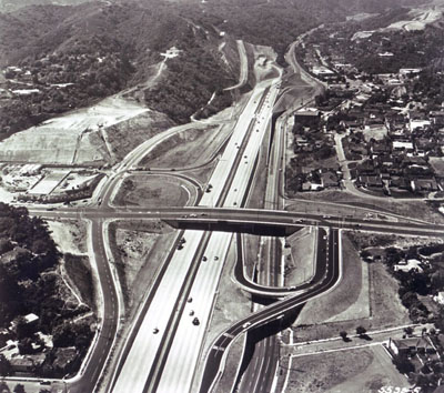 San Diego Freeway st the Sunset Boulevard overcrossing looking north (two-quad modified cloverleaf interchange. (California Department of Public Works photo)