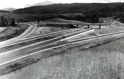 Vermont - Hartland.  The I-91 interchange with US Route 5 looks southerly toward Windsor. Hartland Four Corners to the north and Winsor to the south are both served by this facility.  I-91 replaces US Route 5 as the major north-south traffic carrying facility in the Connecticut River Valley.